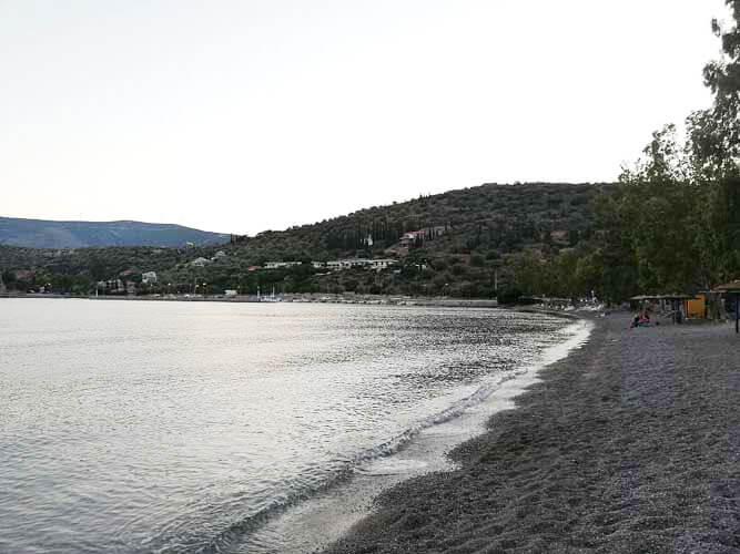 Παραλία Αντίκυρα